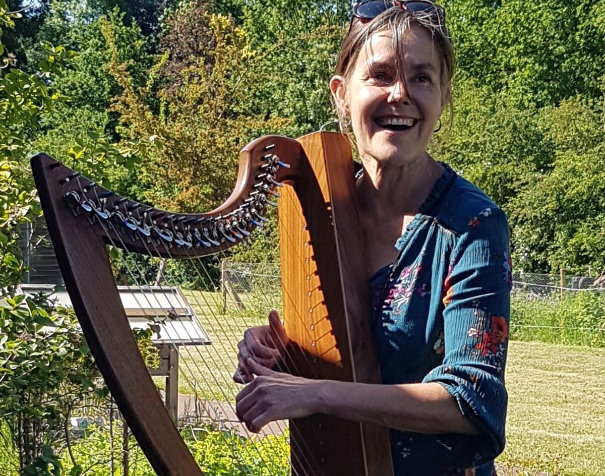 tuin concert, harp, ouderenzorg